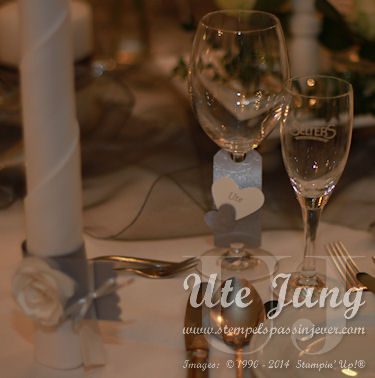 Namensschilder am Weinglas befestigt