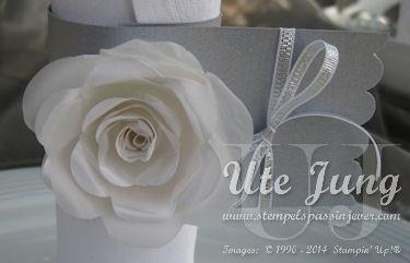 Serviettenring mit weißer Rose