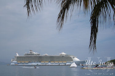 """Allure of the Seas"" vor Haiti"