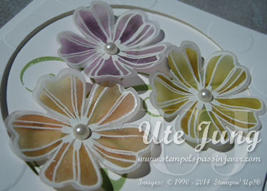 """Blüten aus dem Stempelset """"Flower Shop"""", gestaltet mit Embossingpulver und den Mix-Markern."""