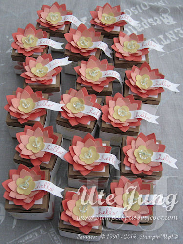 """Mini-Geschenkschachteln, dekoriert mit dem Stempelset """"Flower Patch"""" und der Big Shot Stanze Bigz L """"Blumen-Allerlei"""""""