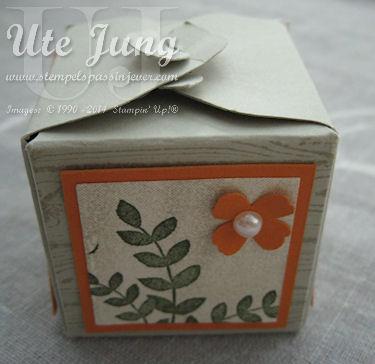 Kleinste Variante der Geschenkbox mit dem Stanz-und Falzbrett für Geschenkschachteln