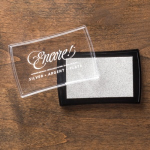 132142 Encore Metallic-Stempelkissen Silber. Statt 11,95 € jetzt 8,96 €