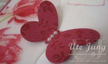 """Schmetterling, bestempelt mit dem Hintergrundstempel """"I Love Lace"""" und ausgeschnitten mit einer der Thilits Formen """"Schmetterlinge"""""""