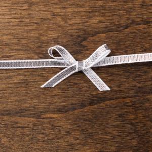 """132137 1/8"""" (3,2 mm) Geschenkband Silber. Statt 5,95 € jetzt 4,46 €"""