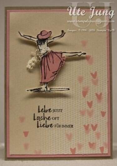 """Karte mit einem der Designerpapiere aus der Serie """"Zum Verlieben"""""""