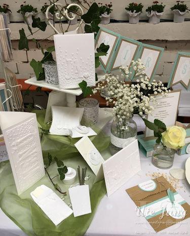"""Schlichte weiße Serie mit dem Prägefolder """"Blütenregen"""" und den Framelits """"Große Buchstaben"""""""