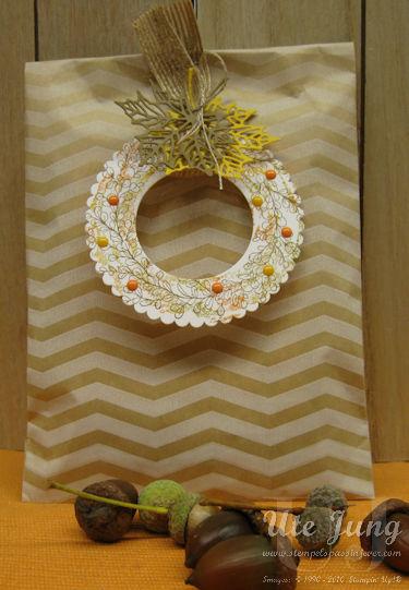 """Herbstlich gestaltete Geschenketüte mit dem Stempelset """"Weihnachstzauber"""""""